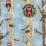Lichtblauwe kerststof met uiltjes en vogels in bomen
