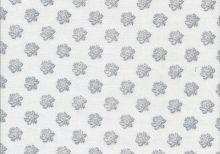 Roomwitte quiltstof met licht grijs bloemmotief