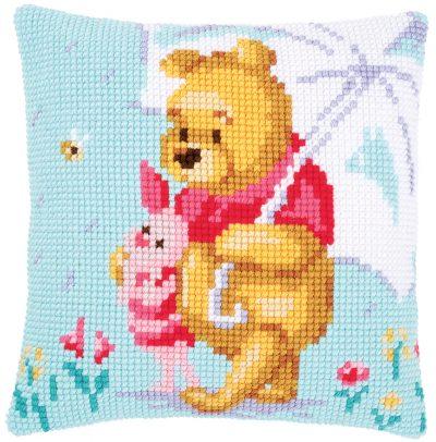 Kruissteekkussen met Winnie the Pooh en Knorretje