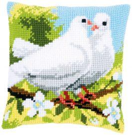 Kruissteekkussen met 2 witte duiven