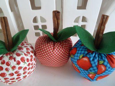 Zelfmaak pakketje 3 appeltjes van stof