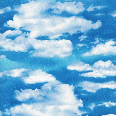Fel blauwe luchtstof met witte wolken